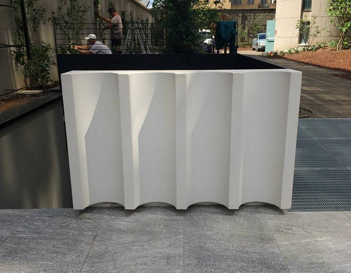 Elemento decorativo in cemento bianco