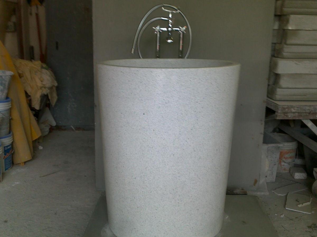 Vasca verticale in graniglia levigata